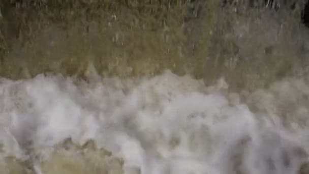 Padá voda zblízka