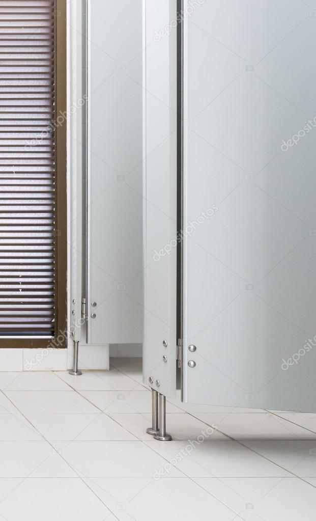 https://st2.depositphotos.com/1047236/10262/i/950/depositphotos_102625778-stock-photo-white-modern-door.jpg