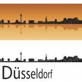 Düsseldorfer Skyline vor orangefarbenem Hintergrund