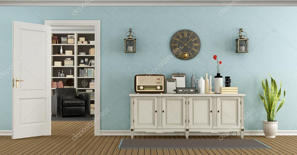 Retro woonkamer met dressoir en open deur — Stockfoto ...