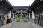 Fényképek kínai hagyományos építészeti stílusban kialakított udvar