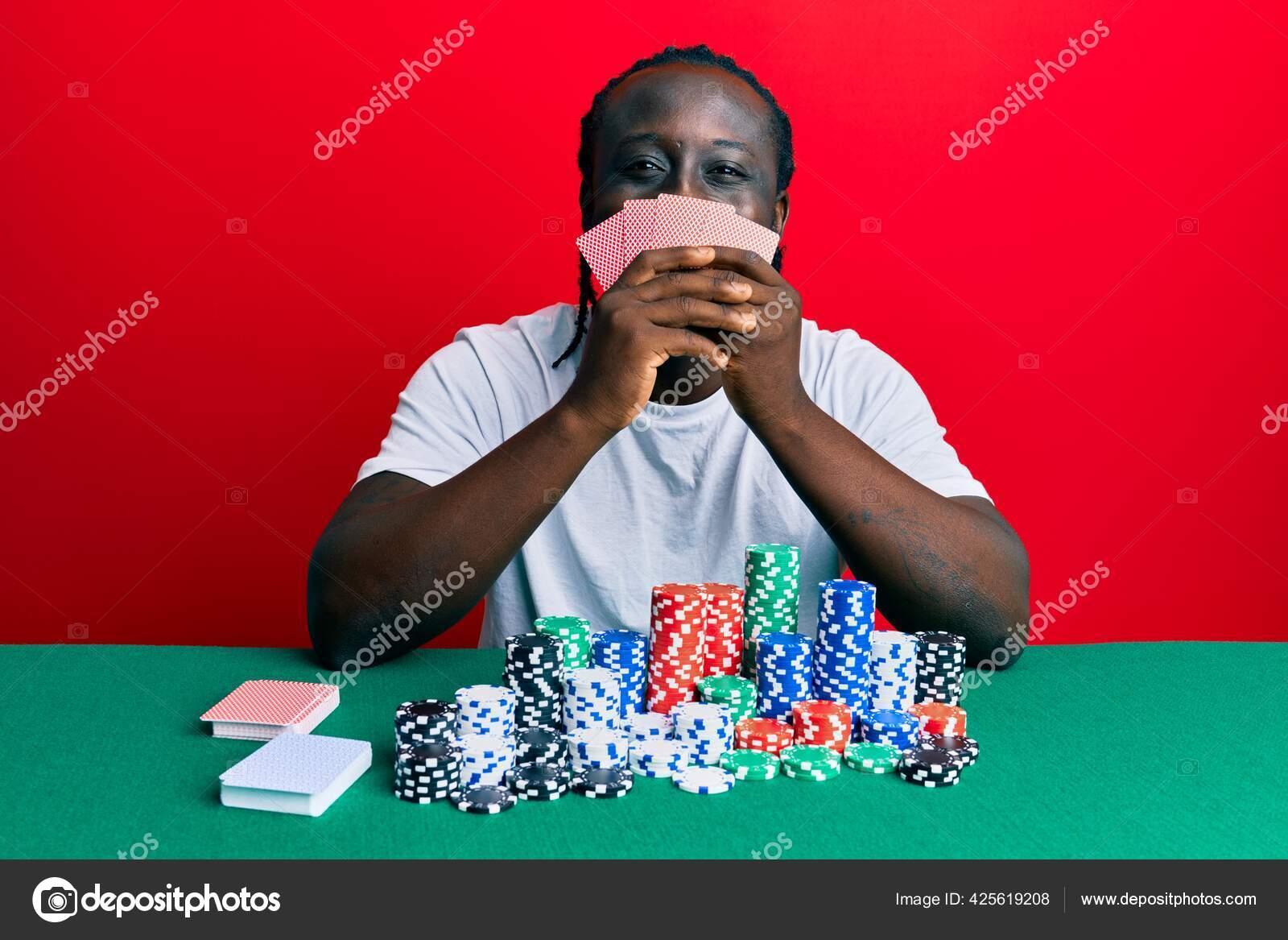 Pemuda Tampan Kulit Hitam Bermain Poker Judi Menutupi Wajah Dengan Stok Foto C Krakenimages Com 425619208