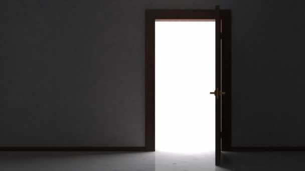 Otevírání dveří v prázdné místnosti interiéru
