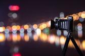 Retro fotoaparát noční pohled na město