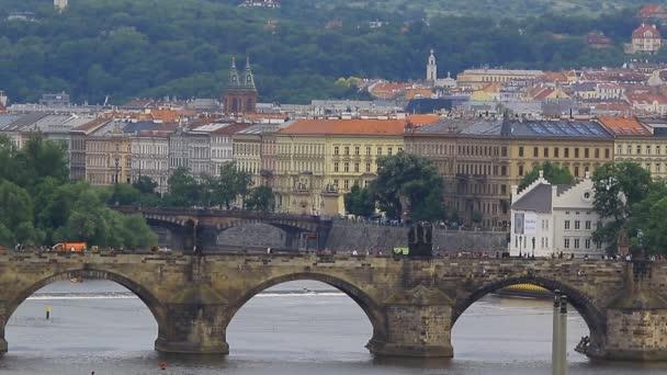 Most a nábřeží