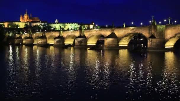 Večer, Charles Bridgeand Pražský hrad
