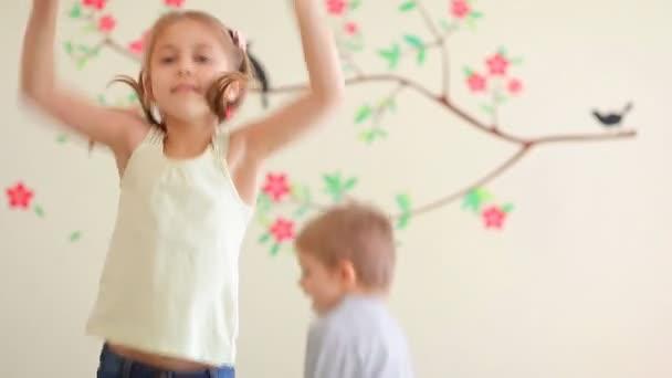 Šťastné děti baví. Full Hd Video