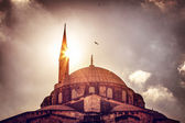Moschee-Kontur über Sonnenuntergang