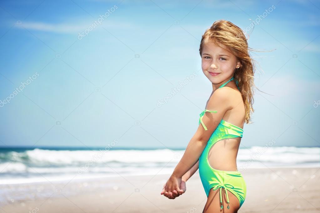 Nudi girls in beach