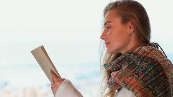 Komoly lány olvasókönyv. Teljes Hd-videó