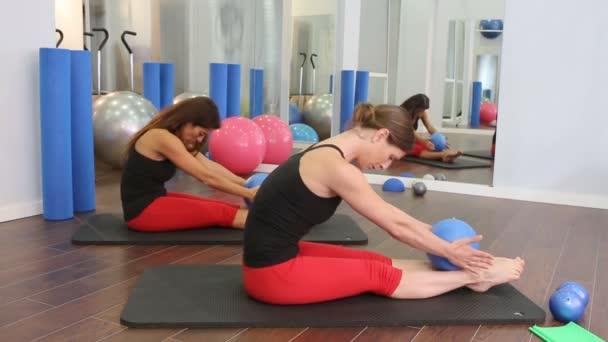 Aerobic-pilates nők jóga golyó egy sorban