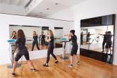 EMS elektro stimulace ženy cvičení