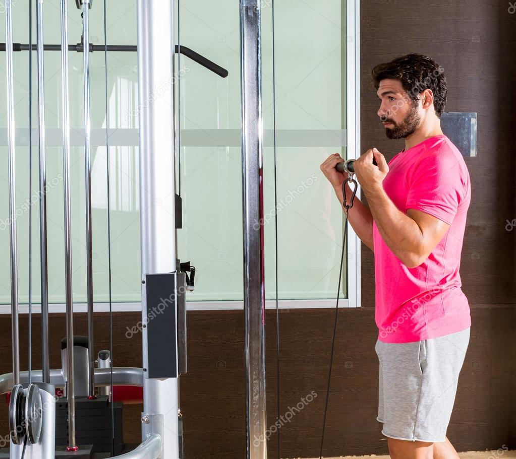 biceps con barra en polea