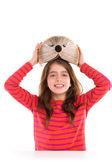 Fényképek Barna gyerek lány hallgató-val sündisznó könyv