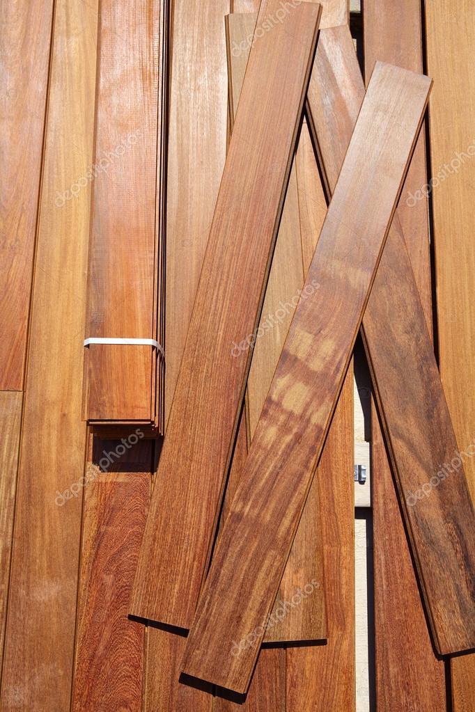 Instalación Del Revestimiento De Madera Del Decking Ipe