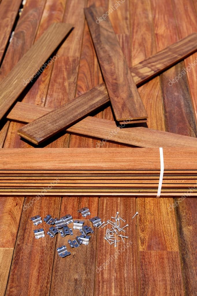 Instalaci n de madera ipe deck tornillos sujetadores clips foto de stock tono balaguer 75530237 - Madera de ipe ...
