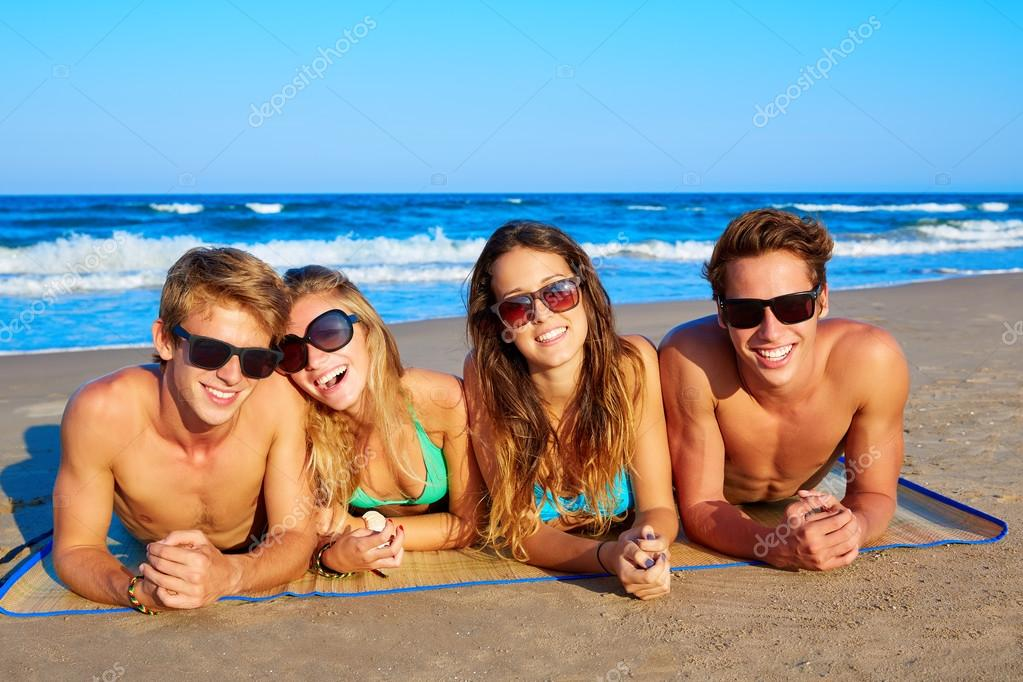 Group of young friends couples portrait in beach