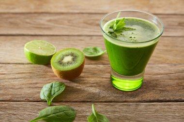 Detox green juice cleansing recipe