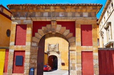 Leon San Isidoro church by way of saint James