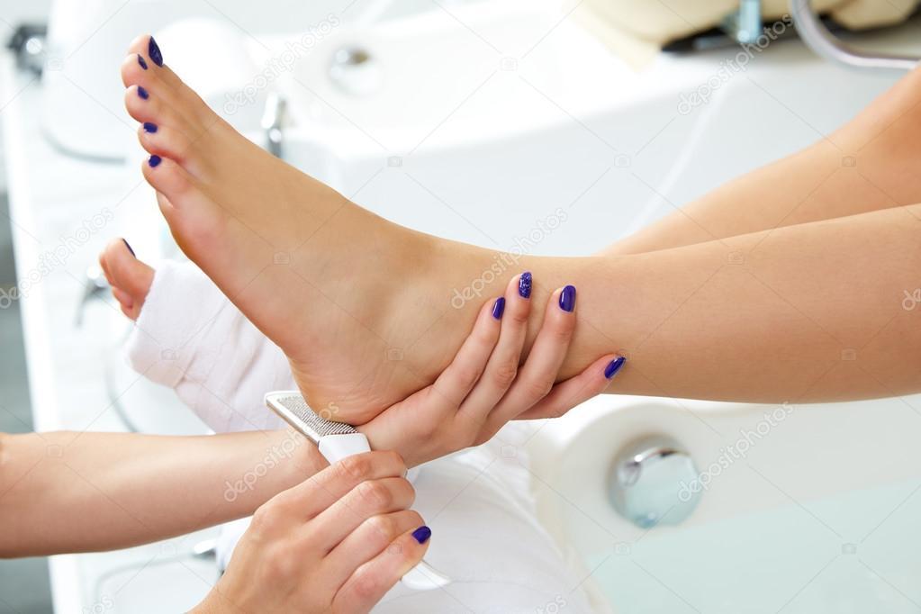 död hud fötter
