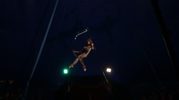Cirkus akrobatické dívka leopard oblek