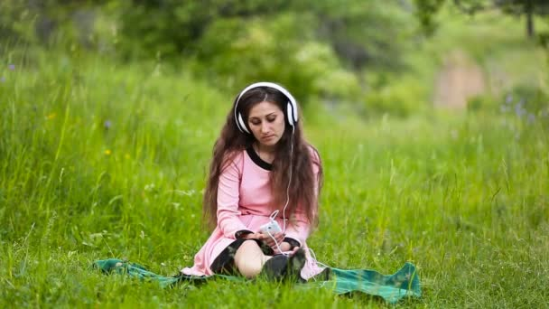 daughter and mother headphones