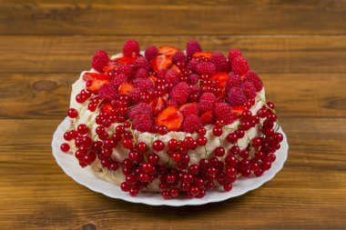 Cake with strawberries and raspberries currants