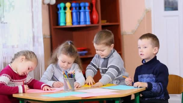 děti malovat pastelkami