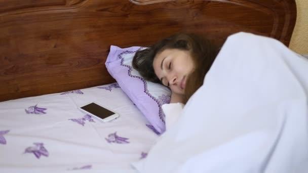 spící žena v posteli
