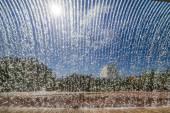 schöner Wasserfall in die Wassergärten