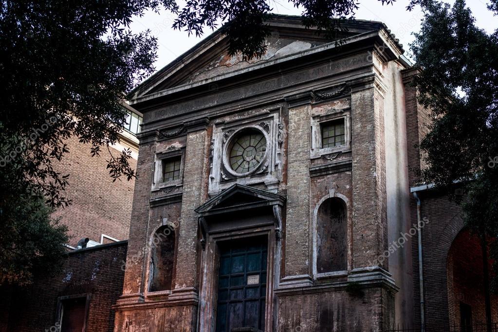 Gevel van het oude huis in rome u2014 stockfoto © matovkina #99891992