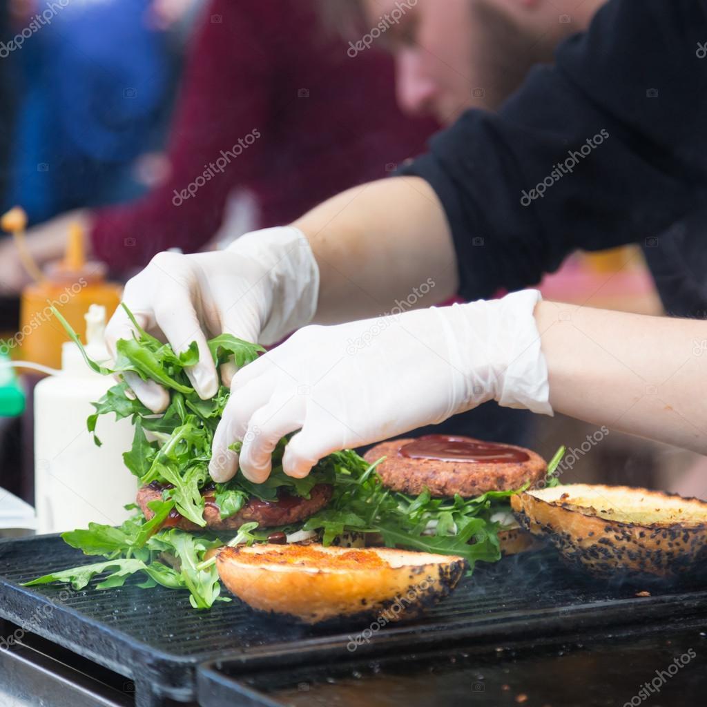 quiero comer una hamburguesa en ingles