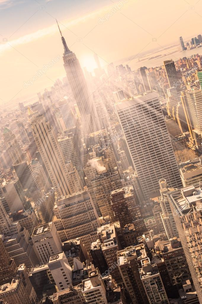 05a6dc521ae New York un Manhattan siluetinin günbatımı içinde — Stok Foto ...