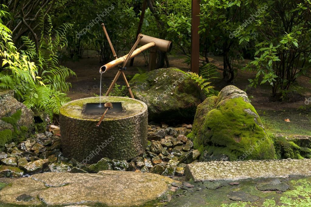 Japanischer Bambus Brunnen Stockfoto C Mahroch 66485441