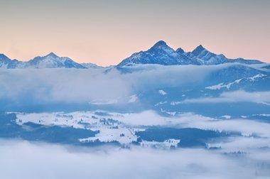 """Картина, постер, плакат, фотообои """"альпы в утреннем зимнем тумане постеры архитектура"""", артикул 57539519"""