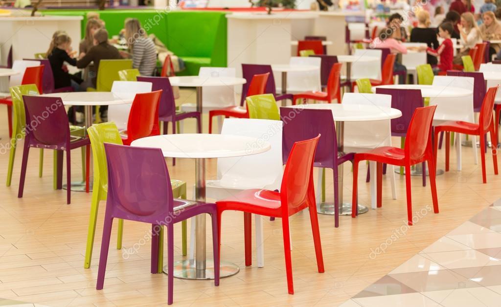 Comedor p blico con mesas y sillas de pl stico colourul for Sillas comedor plastico