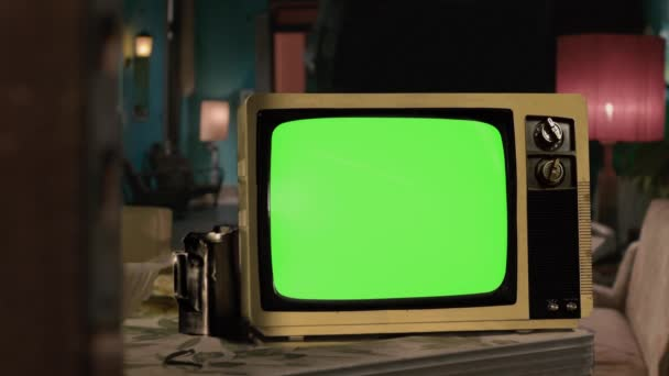 Retro TV zöld vetítővászonnal. Kicserélheti a zöld képernyőt a felvételre vagy képre, amit akar. Megteheted a Keying effektussal az After Effects-ben vagy bármely más videoszerkesztő szoftverrel (nézd meg az oktatóanyagokat a YouTube-on). 4K felbontás.