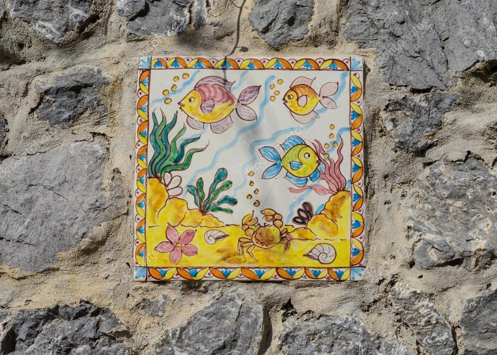 Piastrelle con pesce su stradale pareti di vietri dipinte a mano