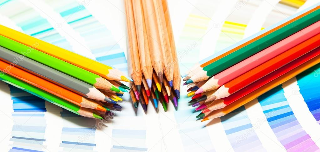 lápices y carta de color — Fotos de Stock © Chretien #88596670