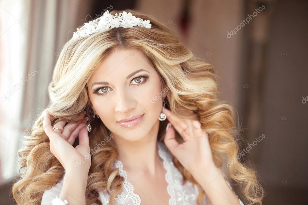 Makijaż Pięknej Narzeczonej ślub Portret Z Fryzura ślubna Zdjęcie