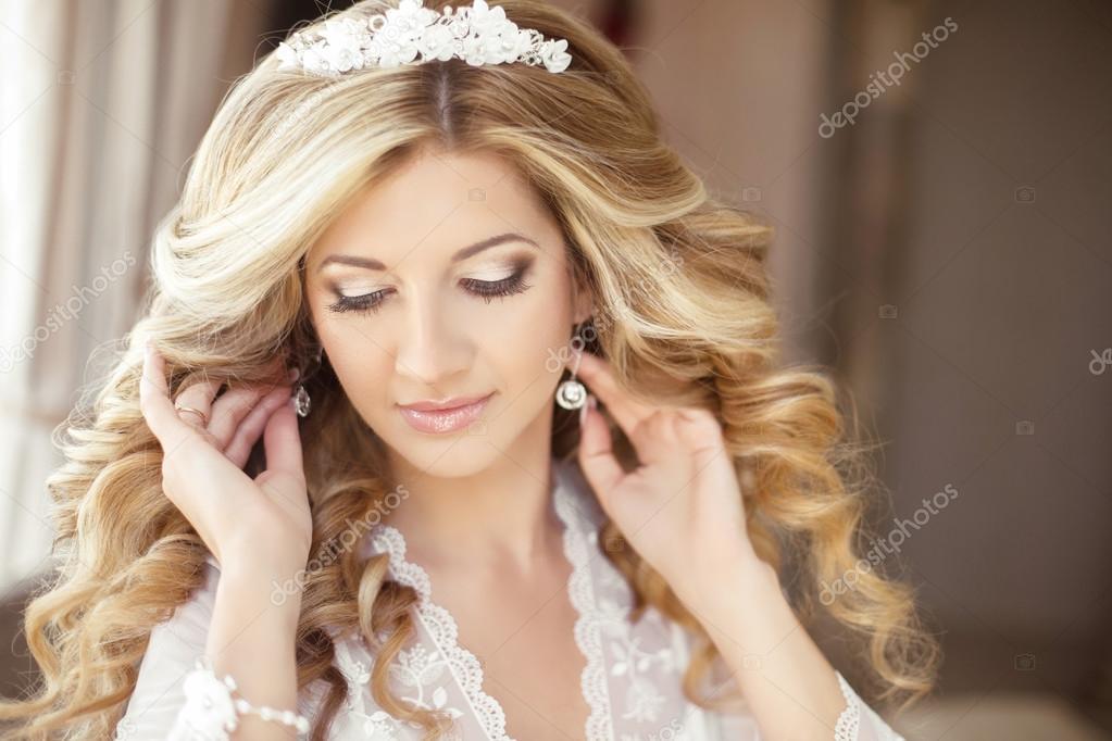 9bbd353c567b8b Макіяж. Красива наречена Весільний портрет з весільні зачіски– стокове  зображення