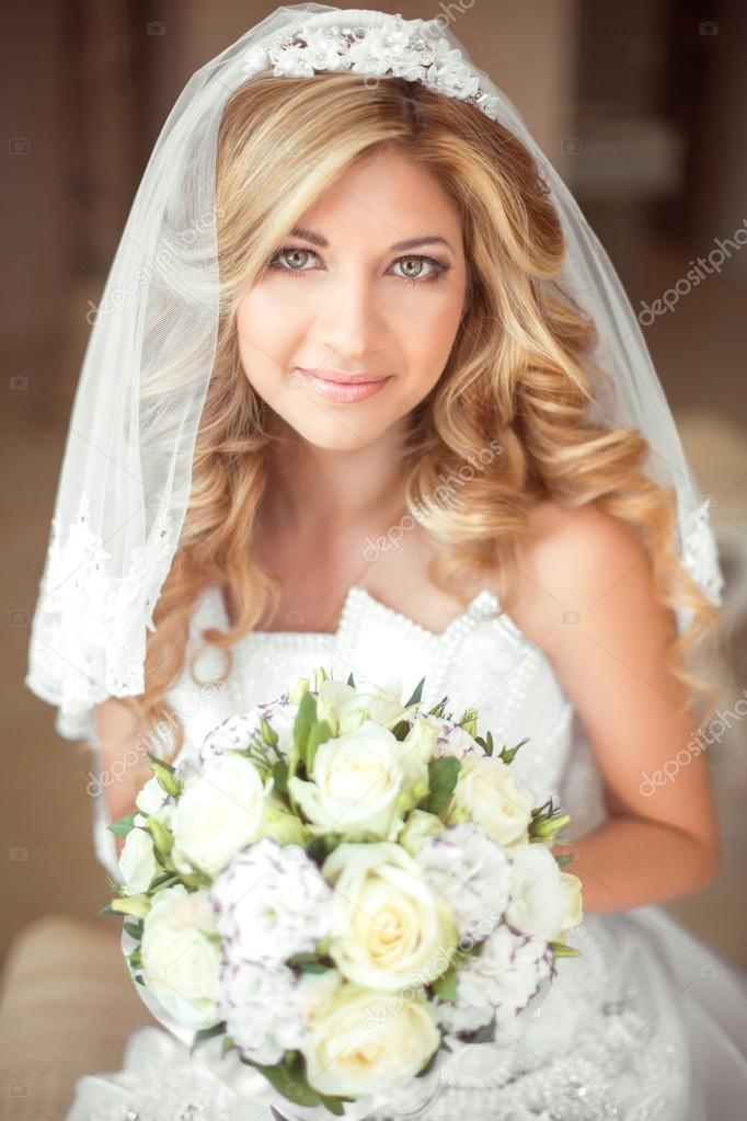 Hochzeit Portrat Schone Braut Madchen Mit Langen Welliges Haar Und