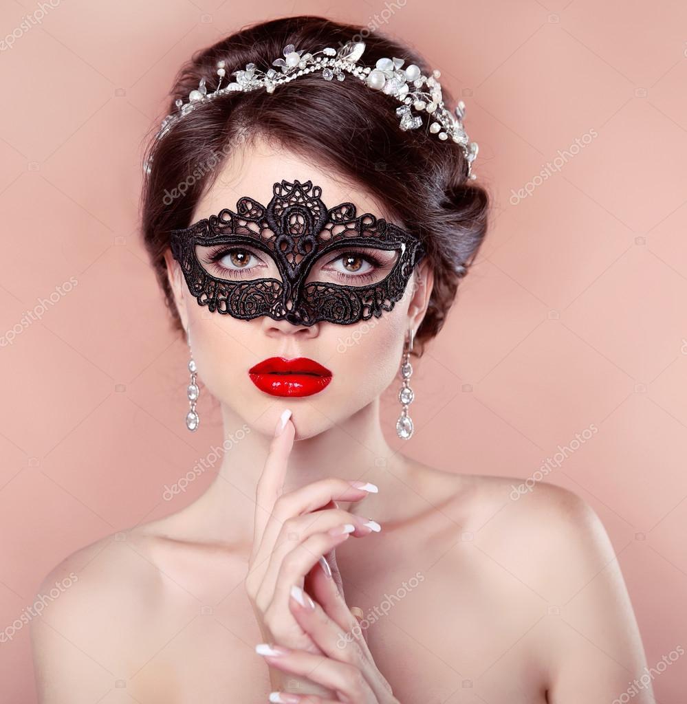 брюнетки в масках красивые фото