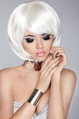 Smoky eye makeup. White Bob Hairstyle. Fashion blong girl model.