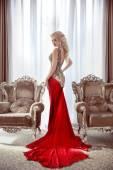 Fényképek Elegáns hölgy. Gyönyörű szőke nő modell a divat ruha