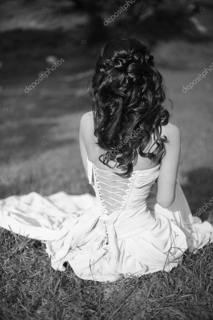 beauty black and white portrait. Brunette bride resting and sitt