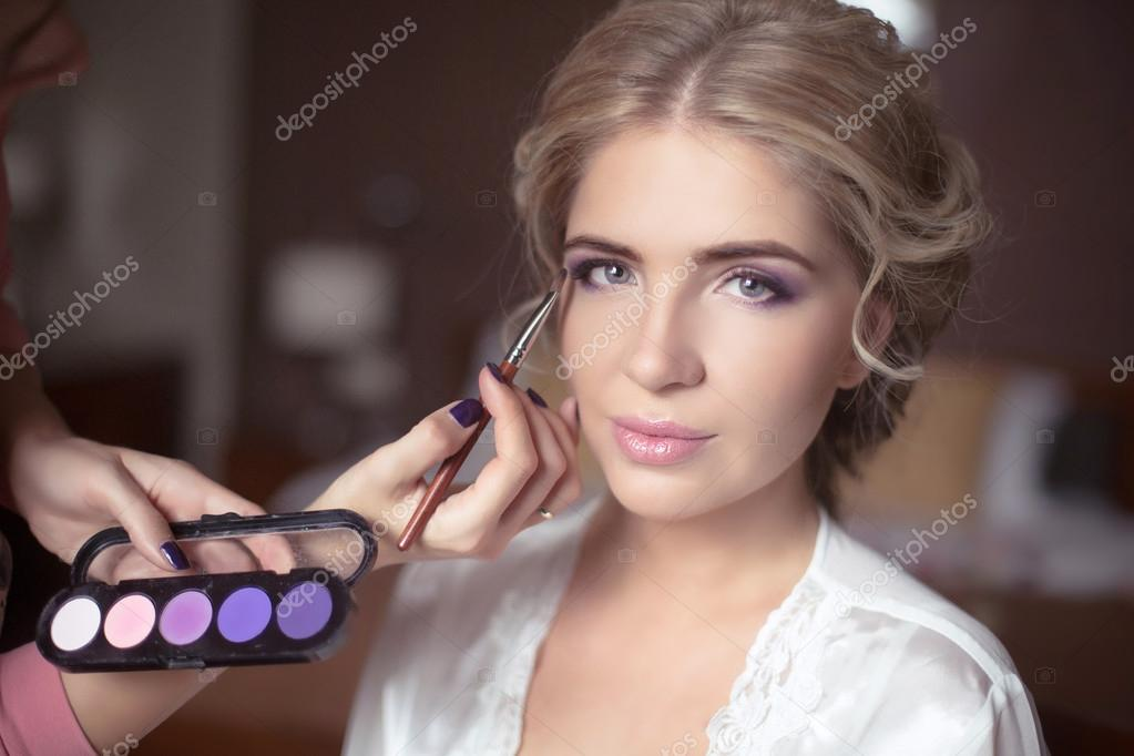 c2de72b5c9e936 Beautiful Bride Portrait wedding makeup, wedding hairstyle, Wedding dress.  Professional stylist. Wedding decoration. soft selective focus. — Фото від  ...