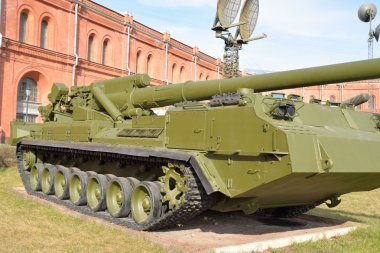 203 mm self-propelled cannon 2S7 Peony.