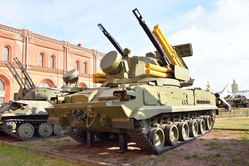 Antiaircraft gun-missile compl...