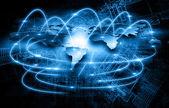 Mapa světa na technologické zázemí, zářící linky symboly z Internetu, rozhlasu, televize, mobilní a satelitní komunikace